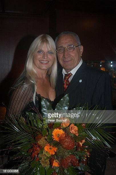 Marlene Charell Ehemann Roger Pappini BenefizGala für SOSKinderdorf Kreuzfahrt BremerhavenHelgoland MS Astor Nordsee Sängerin Schiff Kreuzfahrtschiff...
