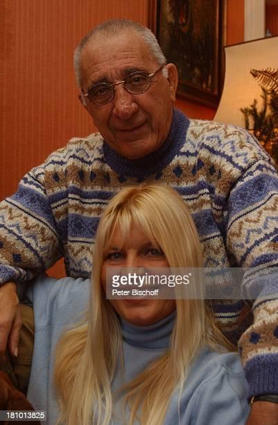 Marlene Charell Ehemann Roger Pappini Homestory La Rochette/Savoyen/Frankreich Sängerin Tänzerin Showmasterin Familie Mann Brille Wohnzimmer Promis...