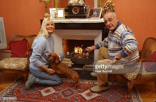 Marlene Charell Ehemann Roger Pappini Homestory La Rochette/Savoyen/Frankreich Sängerin Showmasterin Tänzerin Hund Dackel Tier Familie Mann...