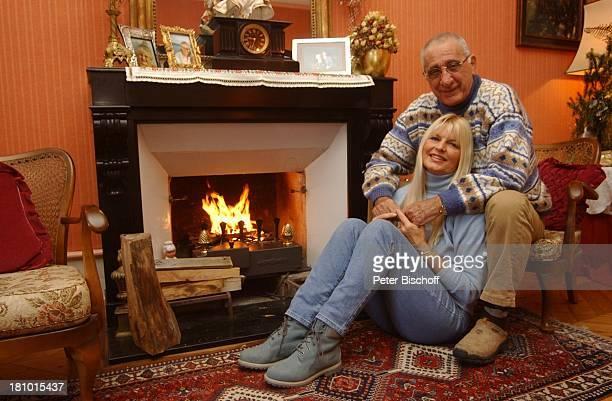 Marlene Charell Ehemann Roger Pappini Homestory La Rochette/Savoyen/Frankreich Sängerin Showmasterin Tänzerin Familie Mann Wohnzimmer Kamin...