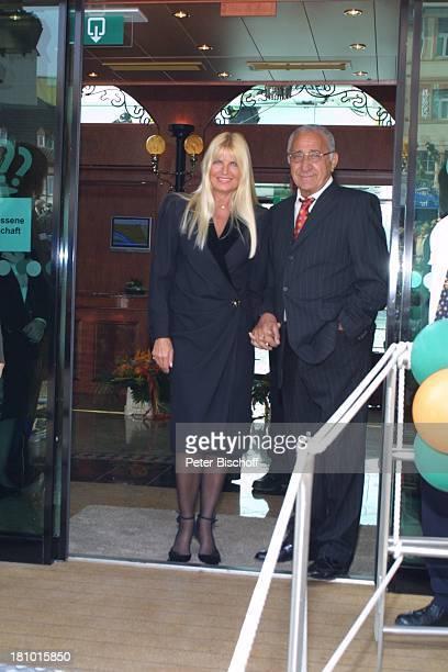 Marlene Charell Ehemann Roger Pappini Jungfernfahrt für FlußKreuzfahrtSchiff Swiss Corona von TRANSOCEAN Wiesbaden BiebricherSchloß Sängerin Promis...