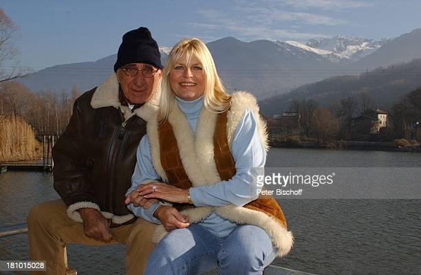 Marlene Charell Ehemann Roger Pappini La Rochette/Savoyen/Frankreich Sängerin Showmasterin Tänzerin Brille Familie Mann spazieren Spaziergang See...