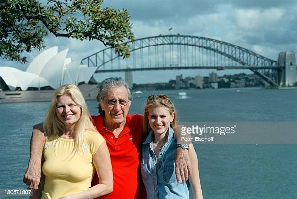 Marlene Charell Ehemann Roger PappiniTochter Angelina Pappini Kreuzfahrt mitMS Astor Sydney/Australien Opernhaus Operumarmen
