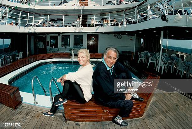 Marlene Charell mit Ehemann RogerPappini auf dem Luxusliner CalypsoSee Pool Kreuzfahrt Urlaub 1997
