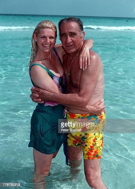 Marlene Charell und Ehemann Roger PappiniBadeanzug beim Dreh zum TVSpecial Heuteso morgen so anläßlich RobertoBlancos Geburtstag Varadero /Kuba