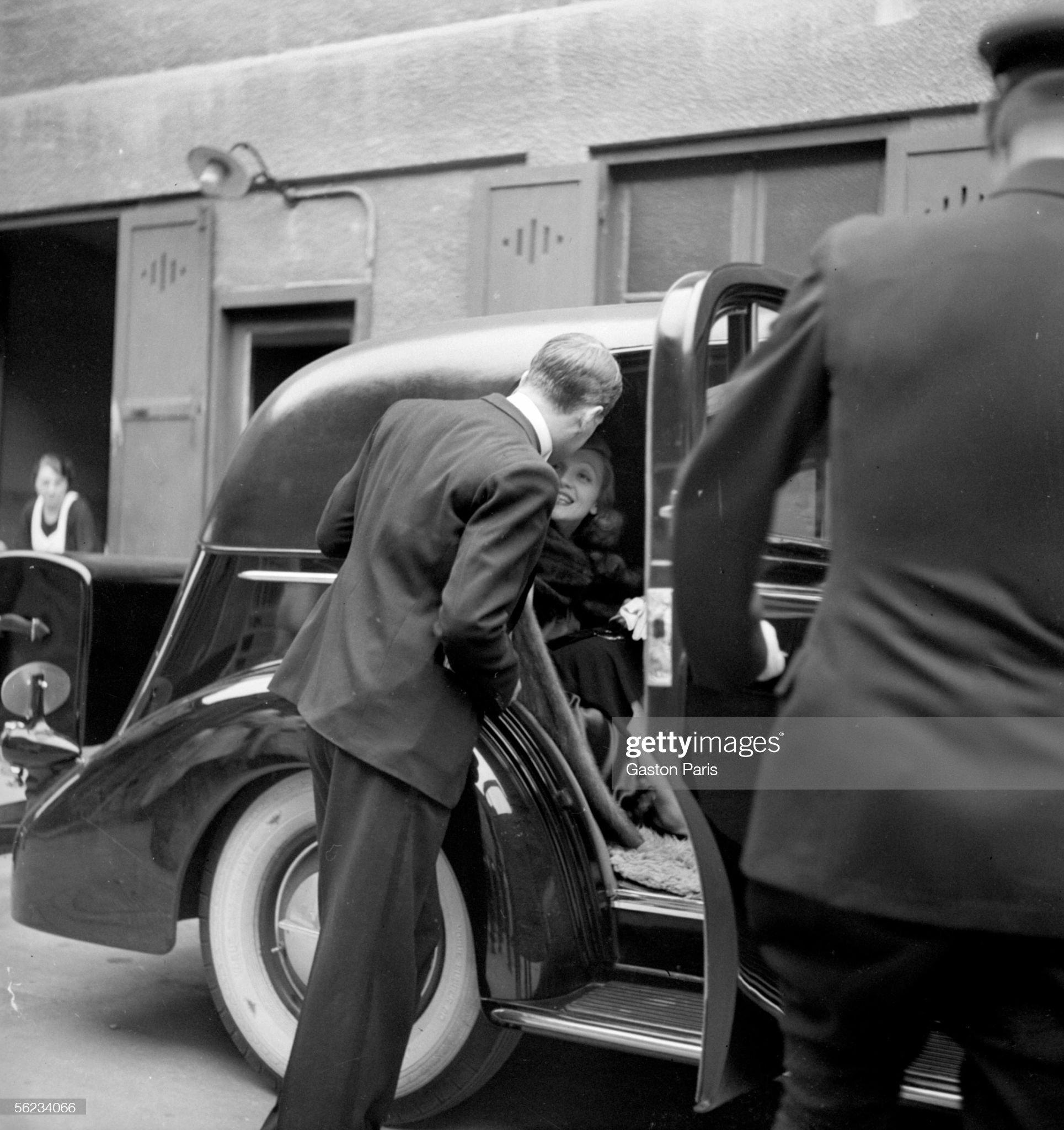 Marlene Dietrich and James Stewart shooting a film : News Photo