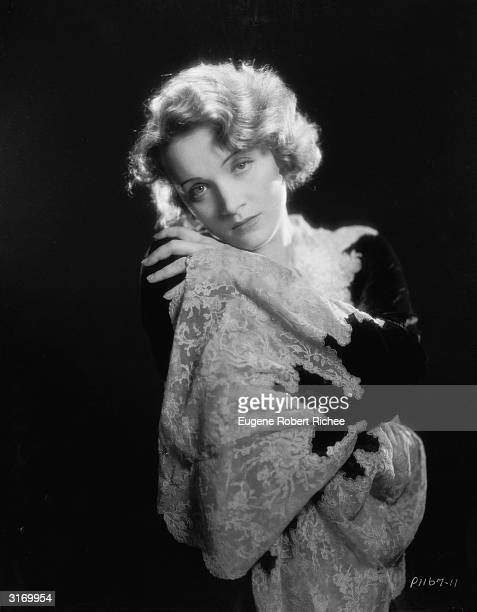 Marlene Dietrich making her Hollywood film debut as cabaret singer Amy Jolly in the film 'Morocco', directed by Josef von Sternberg.