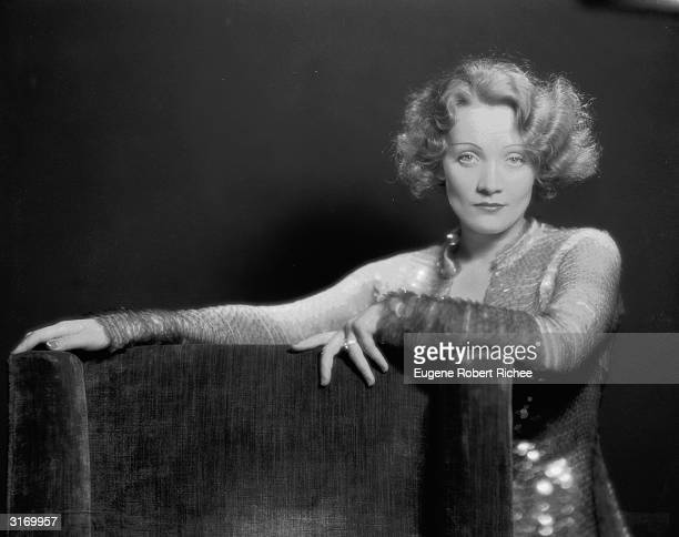 Marlene Dietrich making her Hollywood film debut as cabaret singer Amy Jolly in the film 'Morocco' directed by Josef von Sternberg