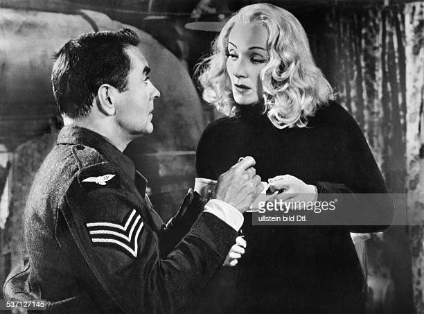 Marlene DietrichMarlene DietrichBilly WilderBilly WilderTyrone Power Schauspielerin D als Christine Vole mit Tyrone Power als Leonard Vole in 'Zeugin...