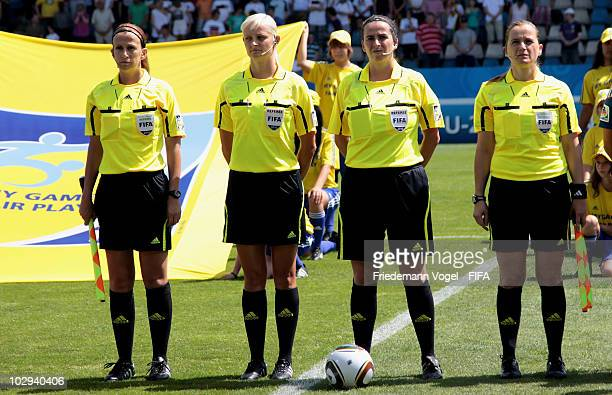 Marlene Durffy Karolina RadzikJohan Carol Anne Chenard and Veronika Perez pose during the FIFA U20 Women's World Cup Group A match between Germany...