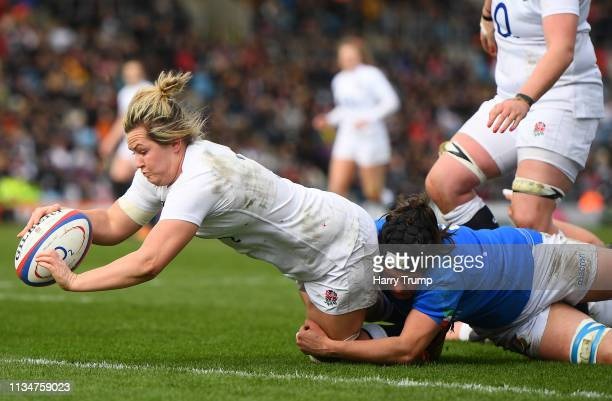Marlie Packer of England breaks to score a try during the Womens Six Nations match between England and Italy at Sandy Park on March 09 2019 in Exeter...