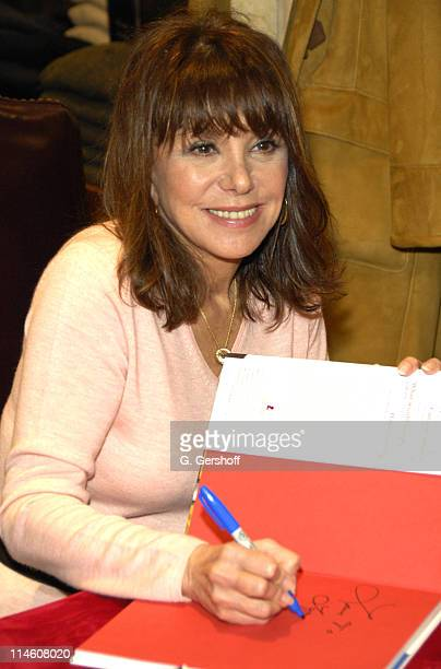 Marlo Thomas during Brooks Brothers Celebrates the Holiday Season with In-Store Appearances by Marlo Thomas and Christopher Radko at Brooks Brothers...