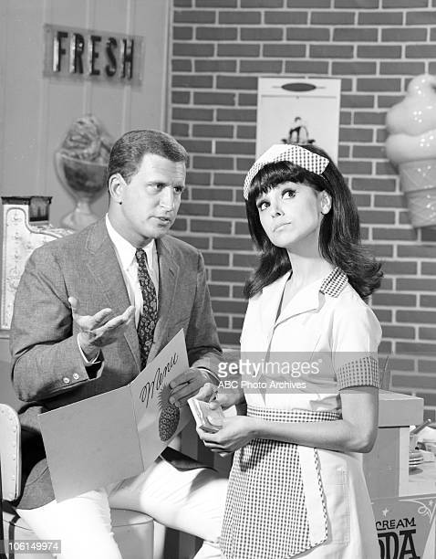 "Marlo Thomas Gallery"" - Airdate June 1, 1966. TED BESSELL;MARLO THOMAS"