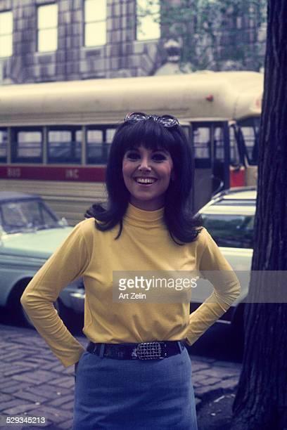 Marlo Thomas on the street as That Girl circa 1980 New York