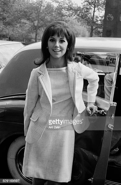 Marlo Thomas opening limousine door circa 1970 New York