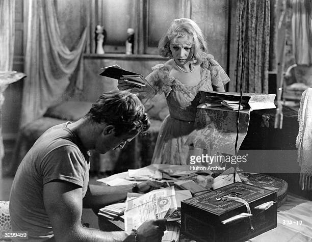 Marlon Brando and Vivien Leigh in 'A Streetcar Named Desire', adapted from the play by Tennessee Williams and directed by Elia Kazan for Charles K...