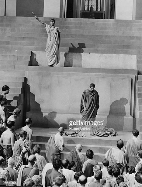 Marlon Brando as Mark Antony and James Mason as Brutus in the film 'Julius Caesar' directed by Joseph L Mankiewicz for MGM