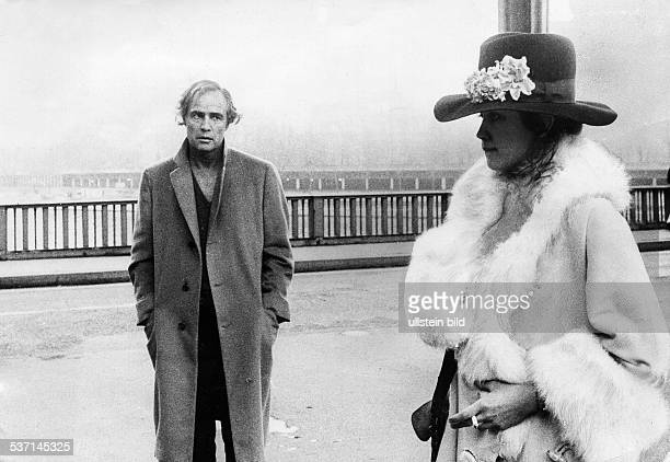 Marlon BrandoMarlon BrandoMaria SchneiderMaria Schneider Schauspieler USA mit Maria Schneider in 'Der letzte Tango in Paris' 1972