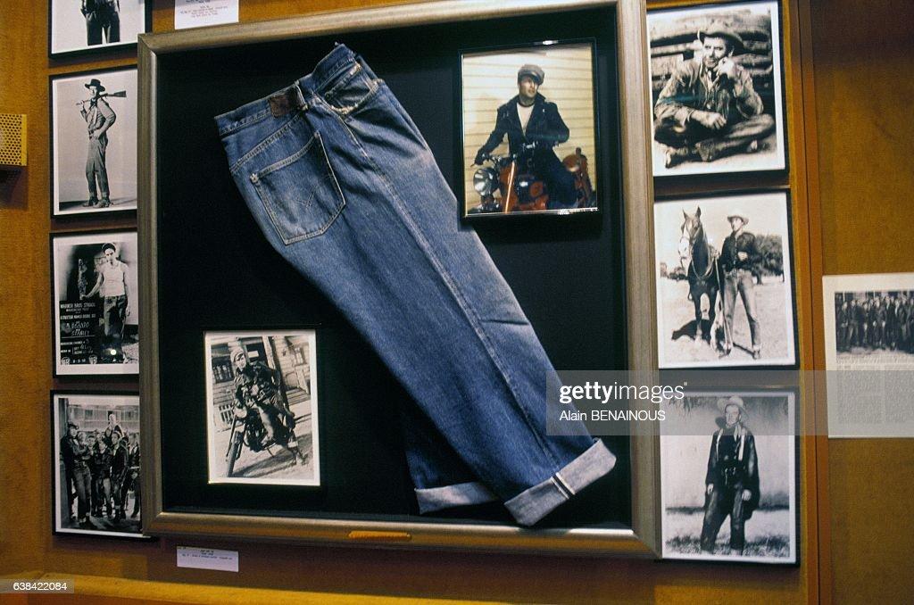 Marlon Brando s Jean At Levi s Vintage Exhibition In Paris : ニュース写真