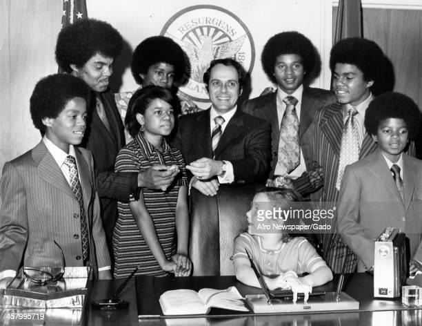 Marlon Jackson, Joseph Jackson, Azira Hill, Jermaine Jackson, Mayor Sam Massell, Jackie, Tito and Michael Jackson stand while the Mayor's daughter...