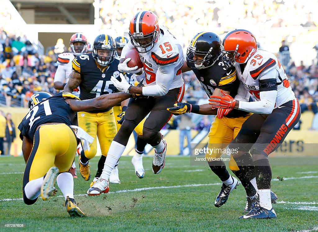 Marlon Moore #15 of the Cleveland Browns returns a kickoff during the 3rd quarter of the game against the Pittsburgh Steelers at Heinz Field on November 15, 2015 in Pittsburgh, Pennsylvania.
