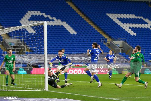 Marlon Pack scores the third goal for Cardiff City FC during the Sky Bet Championship match between Cardiff City and Preston North End at Cardiff...