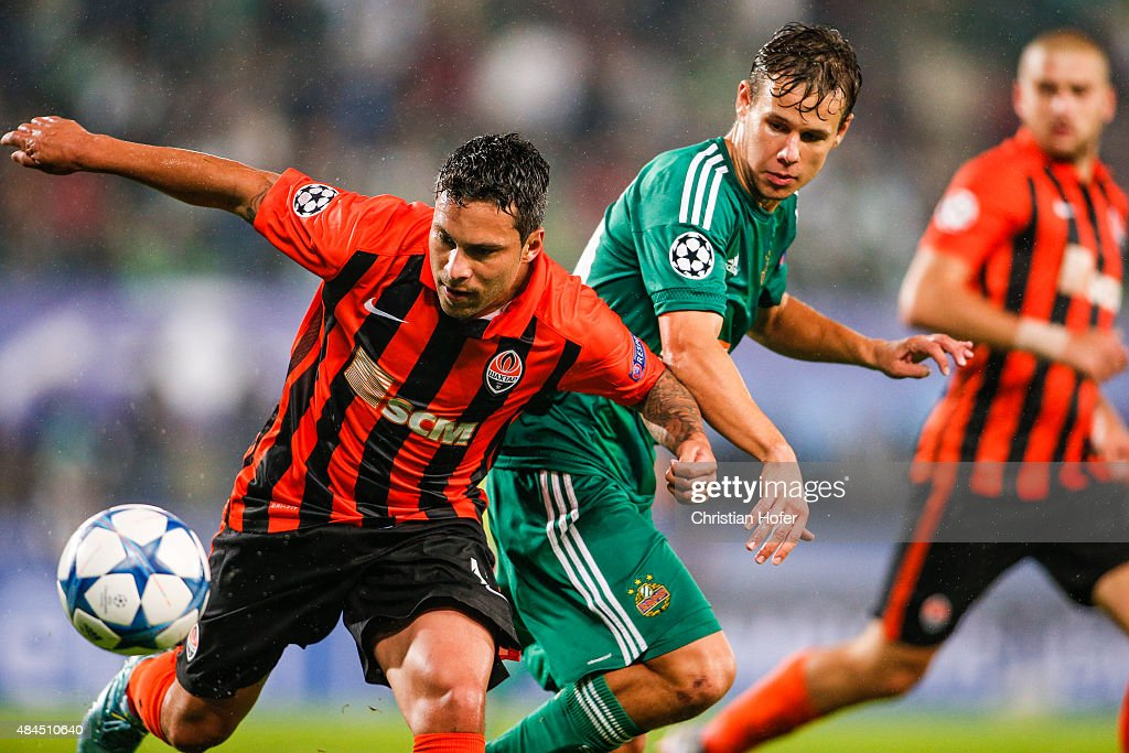 Marlos of Donetsk (L) competes for the ball with Louis Schaub of Vienna during the UEFA Champions League: Qualifying Round Play Off First Leg match between SK Rapid Vienna and FC Shakhtar Donetsk on August 19, 2015 in Vienna, Austria.