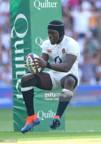 Maro Itoje of England scores a try during the Quilter International match between England and Ireland at Twickenham Stadium on August 24 2019 in...