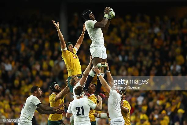 Maro Itoje of England takes a lineout ball during the International Test match between the Australian Wallabies and England at Allianz Stadium on...