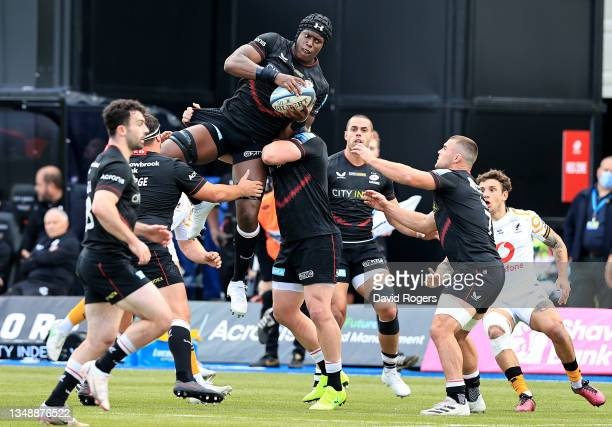 Maro Itoje of Saracens catches the ball during the Gallagher Premiership Rugby match between Saracens and Wasps at StoneX Stadium on October 24, 2021...