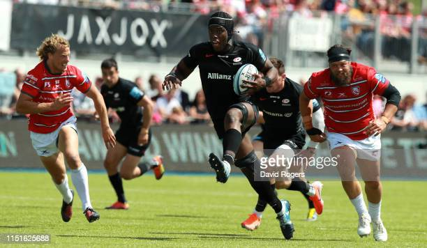 Maro Itoje of Saracens charges upfield during the Gallagher Premiership Rugby Semi Final match between Saracens and Gloucester at Allianz Park on May...