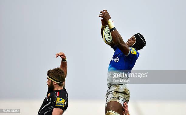 Maro Itoje of Saracens claims the line out ahead of Geoff Parling of Exeter Chiefs during the Aviva Premiership match between Exeter Chiefs and...