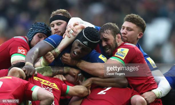 Maro Itoje of Saracens is held by Chris Robshaw in the maul during the Aviva Premiership match between Saracens and Harlequins at London Stadium on...