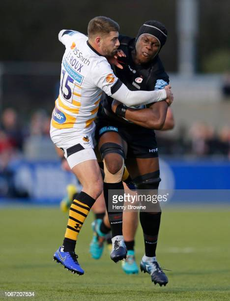 Maro Itoje of Saracens is tackled by Wille le Roux of Wasps during the Gallagher Premiership Rugby match between Saracens and Wasps at Allianz Park...