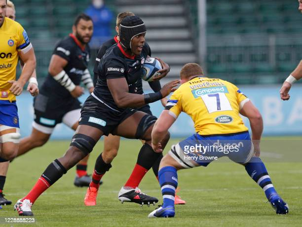 Maro Itoje of Saracens takes on Sam Underhill of Bath Rugby during the Gallagher Premiership Rugby match between Saracens and Bath Rugby at Allianz...