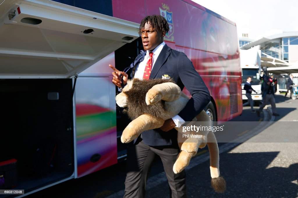 Maro Itoje of the British & Irish Lions arrives at Auckland International Airport on May 31, 2017 in Auckland, New Zealand.