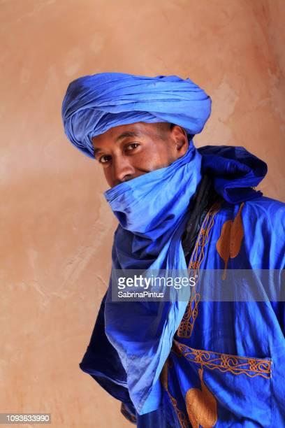 portrait de jeune homme marocaine - homme marocain photos et images de collection