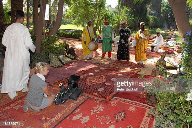 Marokkanische Musiker Mitglied Drehteam Dreharbeiten zur ZDFReihe Kreuzfahrt ins Glück Folge Nr 9 Marokko Villa Bled Targui Marrakesch Marokko...