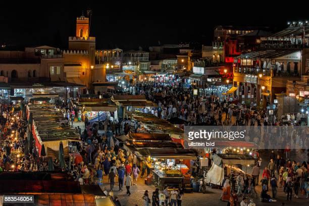 Marokko Marrakesch Djemaa el Fna Marktplatz Uebersicht < englisch> Morocco Marrakesh Djemaa el Fna market square overview at night