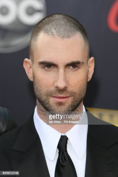 Maroon 5 arrive at the American Music Awards 2007 at the Nokia Theatre in Los Angeles