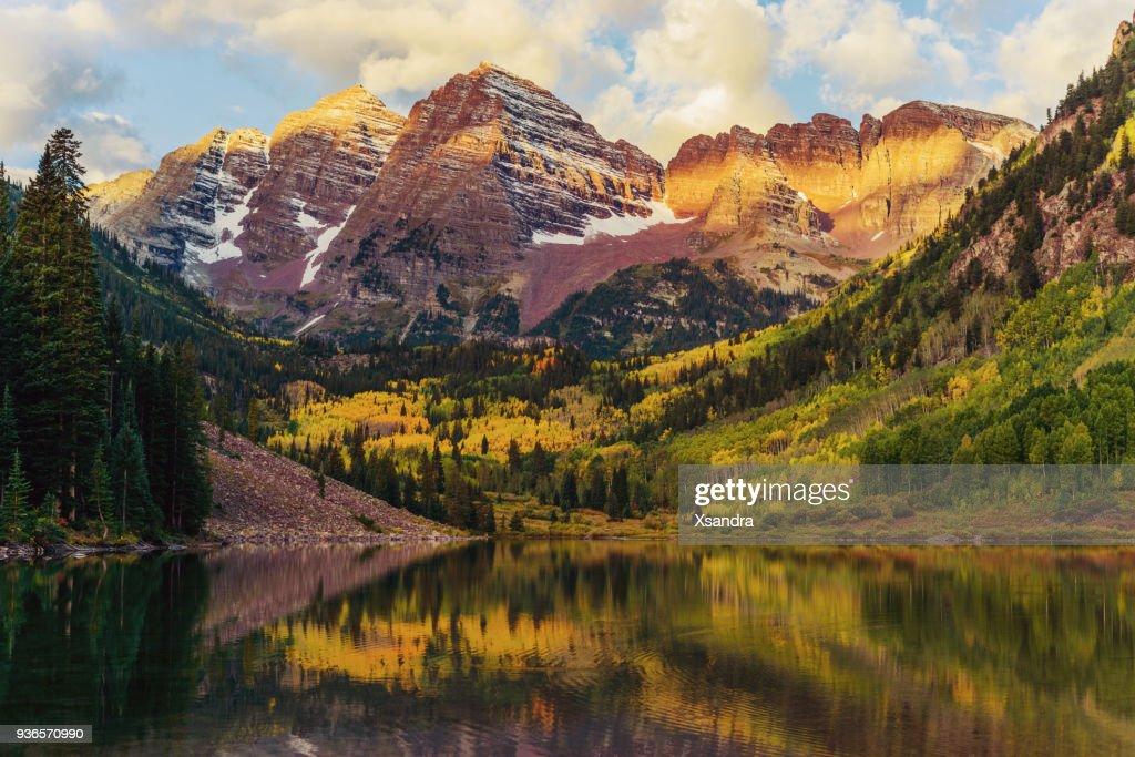 Maroon Bells and Lake at Sunrise, Colorado, USA : Stock Photo
