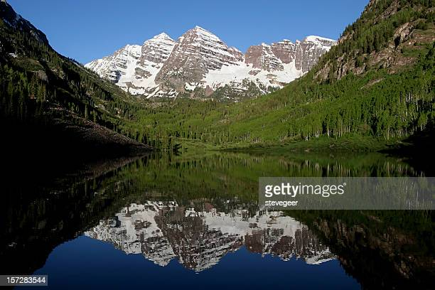 maroon bells and lake - maroon bells stock pictures, royalty-free photos & images