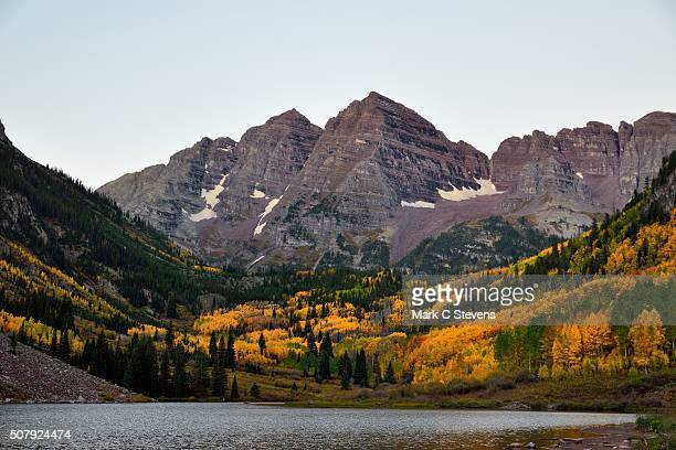 maroon bells and maroon lake in the early morning hours - white river national forest stock photos and pictures