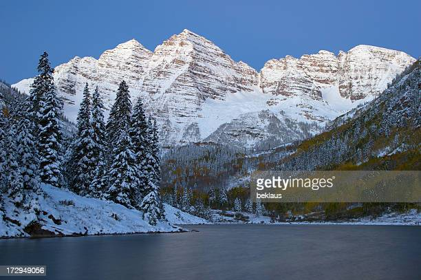maroon bells at dawn - maroon bells stock photos and pictures