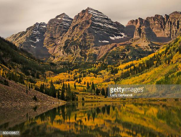 maroon bells by moonlight - maroon bells stock pictures, royalty-free photos & images