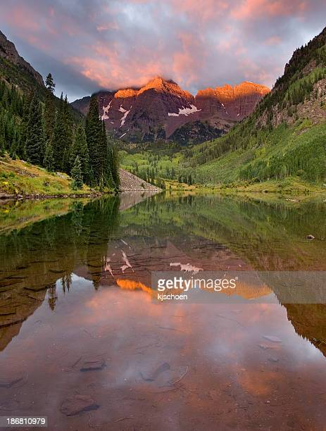 maroon bells colorful sunrise - maroon bells stock photos and pictures