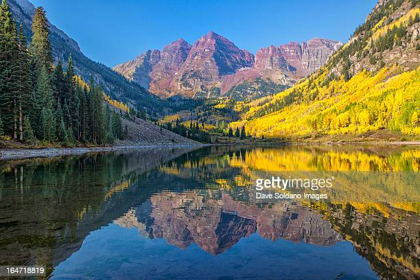 maroon bells in fall - maroon bells stock photos and pictures