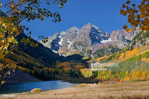 maroon bells in fall - maroon bells stock pictures, royalty-free photos & images