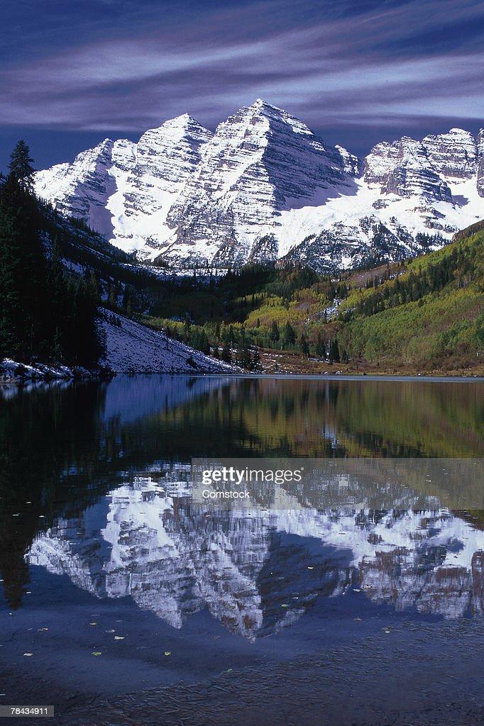 Maroon Bells in Snowmass Wilderness of Colorado : Stockfoto