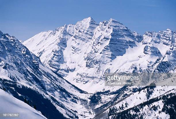 maroon bells in winter scenic landscape - maroon bells stock photos and pictures
